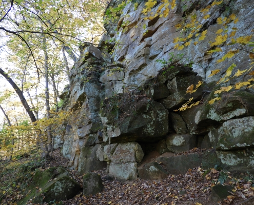 Dramatic rock outcrop at Wildcat Den State Park